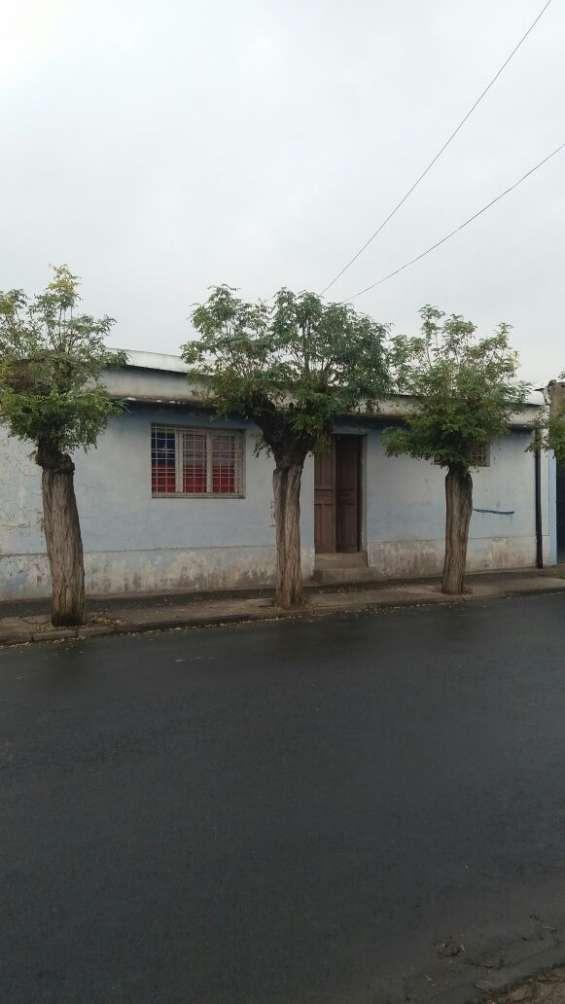 Se vende terreno con casa