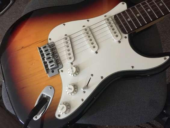 Modelo stratocaster, en buen estado muy barata