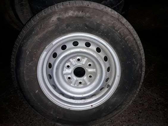 Neumático con llanta nueva original mitsubischi l-200 nuevo.