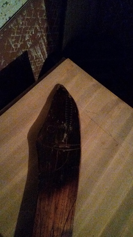Espada antigua madera de toromiro de isla de pascua