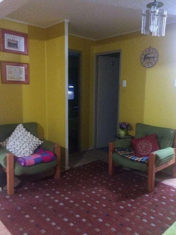 Departamento 2 piso en condominio, 3 dormitorios , 1 estacionamiento , baño y cocina en ceramica recien pintado.