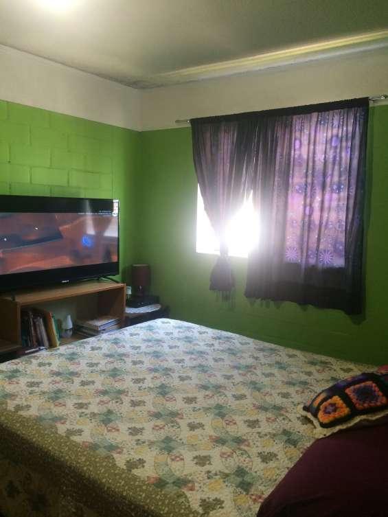 Dormitorio matrimonial amplio c/closet de pared a pared.