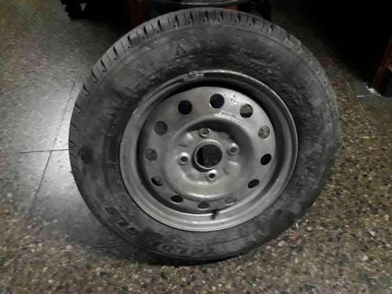 Llanta con neumático nuevo para furgón chevrolet n-300 o similares medida 175-70-r-14 4 h