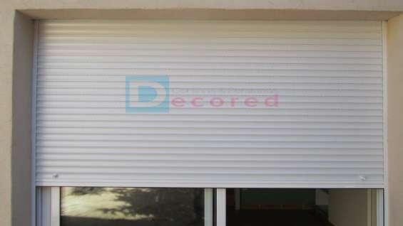 Persiana exterior de aluminio color blanco decored