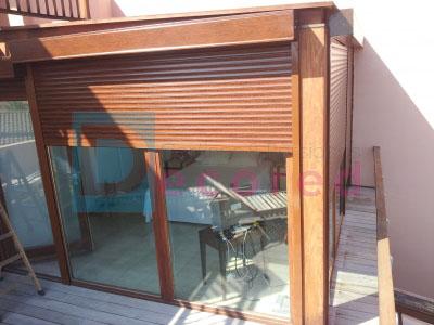 Persiana exterior de aluminio color madera decored