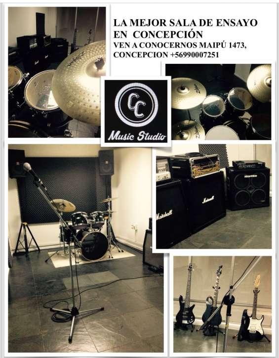 Amplia sala de ensayo, calidad en sonido