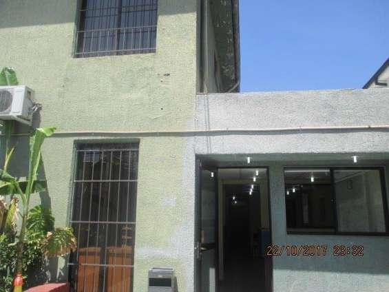 Casa con patente comercial oficinas