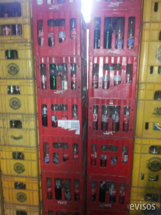 Se venden cajas de bebidas y cervesas retornables