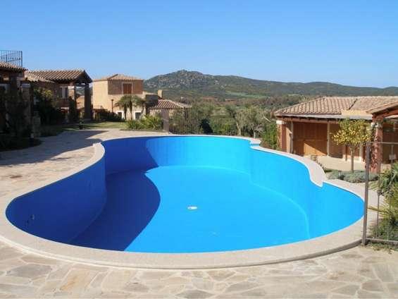 Revestimiento de piscinas de hormigón con fibra de vidrio