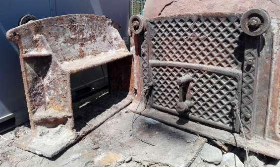 Puertas antiguas de horno, fierro fundido