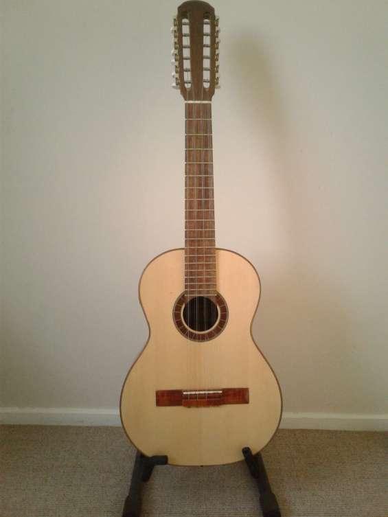 Tiple colombiano electroacustico de luthier