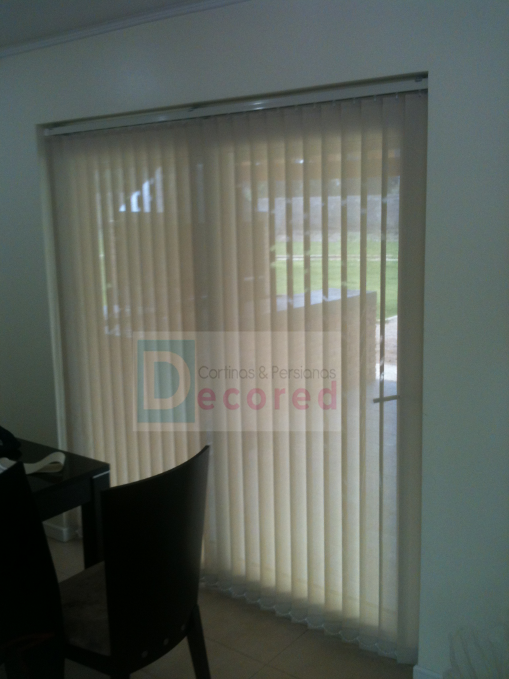 Cortinas verticales en tela screen decored