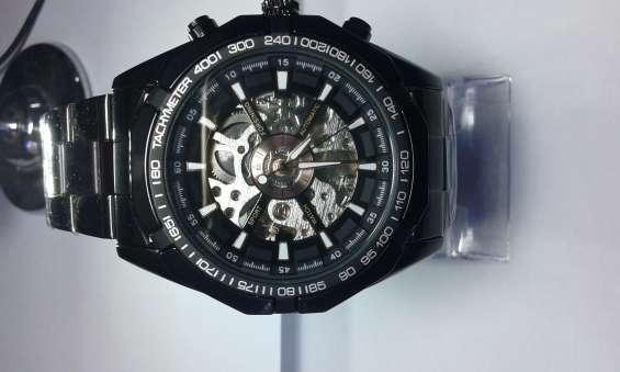 Reloj automático skeleton color negro