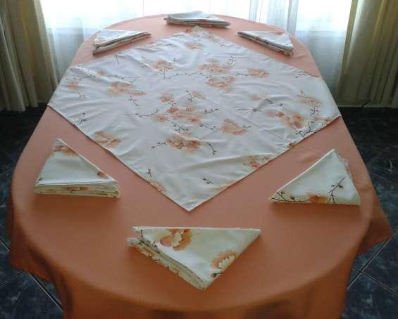 Confección de cortinas y manteles.