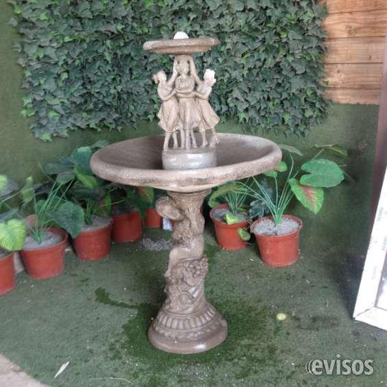 Fuente de agua imitación piedra gris