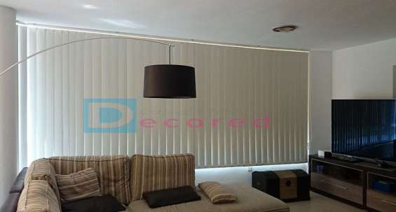 Cortina vertical en tela blackout decored