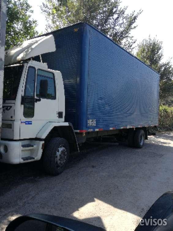 Camión disponible con montacargas