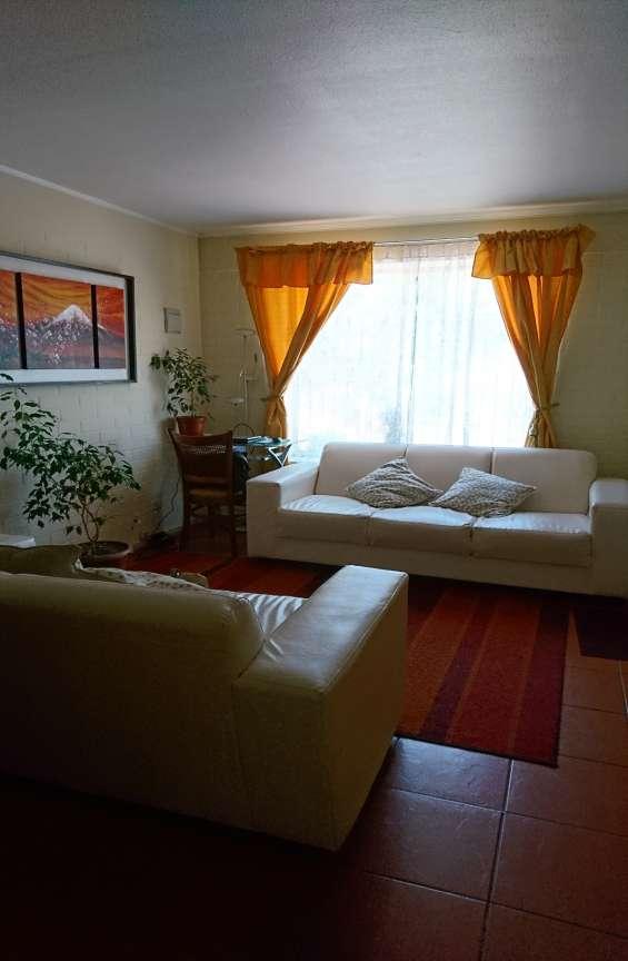 Casa en condominio portales de santa ana maipú.