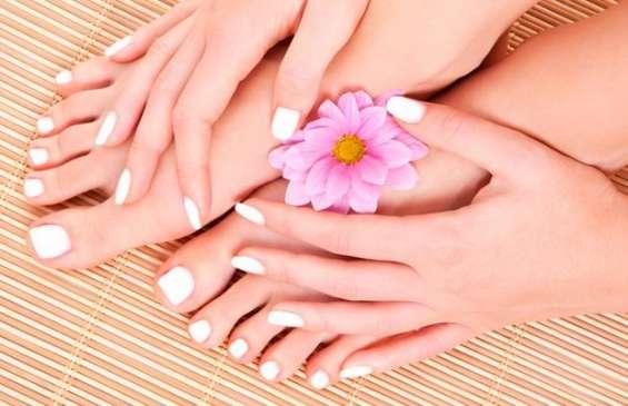 Capacitación en técnicas de manicure y embellecimiento de pies contenidos