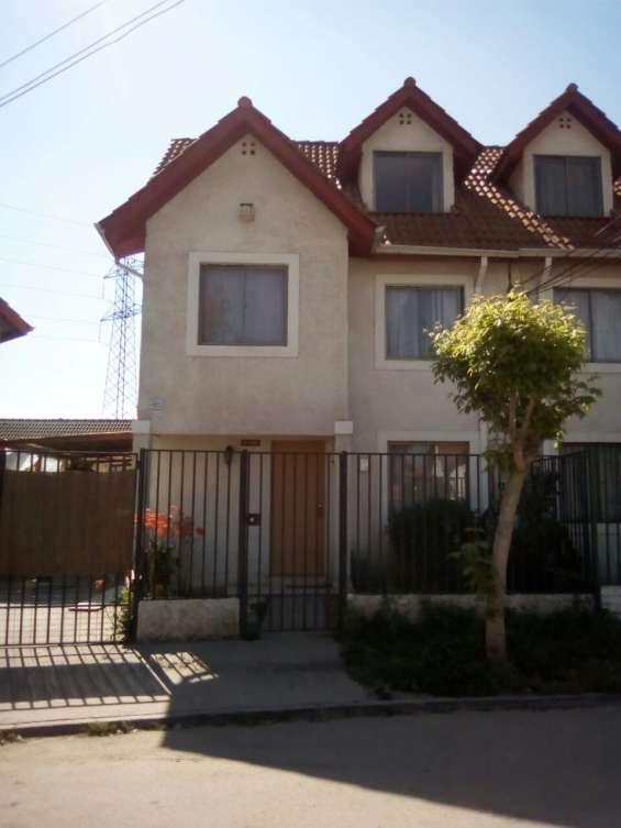 Vendo hermosa casa 3 pisos condominio quilicura