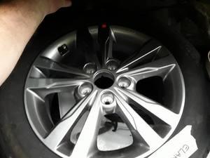 2 llantas de magnesio con neumático humho 205-55-r16 ambos nuevos hyundai elantra.