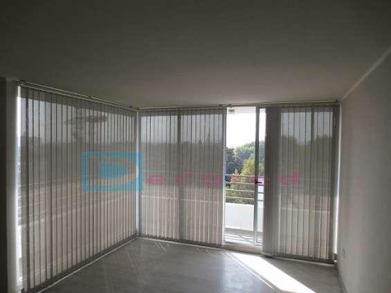 Cortinas verticales en tela screen decored