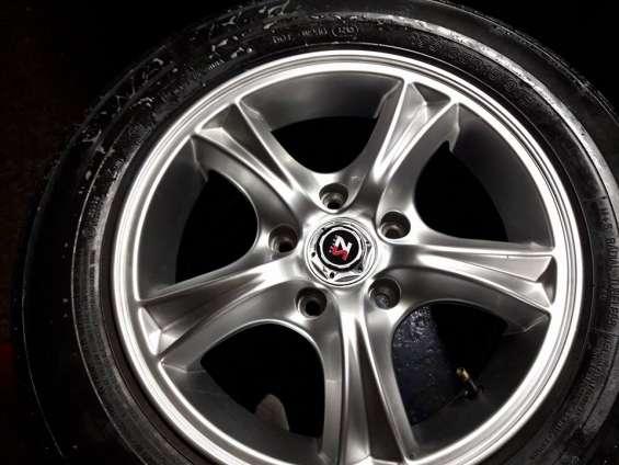 4 neumáticos 195-65-r15 con 4 llantas de magnesio 5 en 114 -5 hoyos