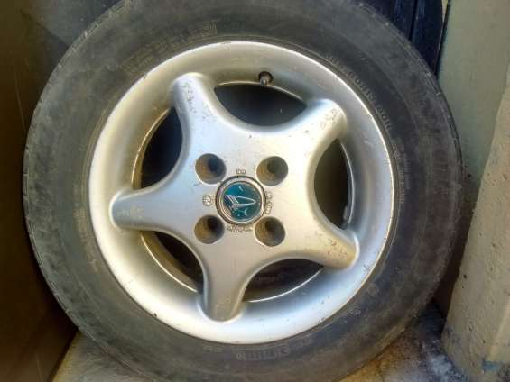 1 llanta de repuesto aro 13 + neumático dunlop