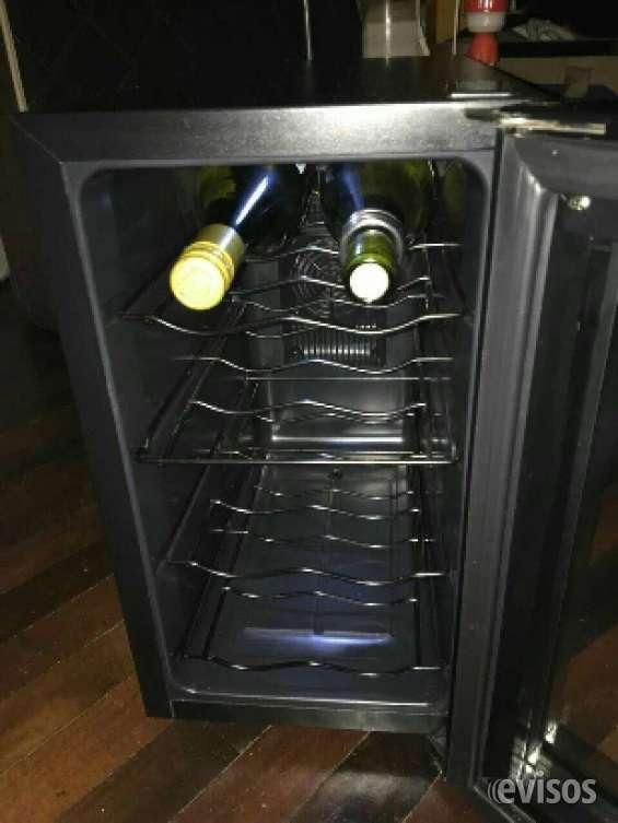 Cava de vino electrónica hermosa