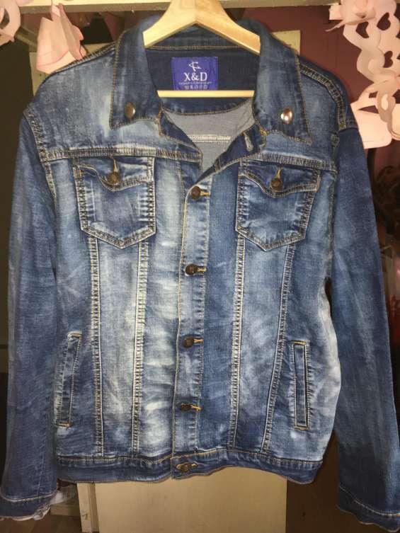 Se vende chaqueta de bluyins