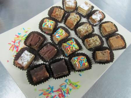 Fotos de Minisopaipillas minichurrascos empanaditas brochetas cebiches todo evento social 5