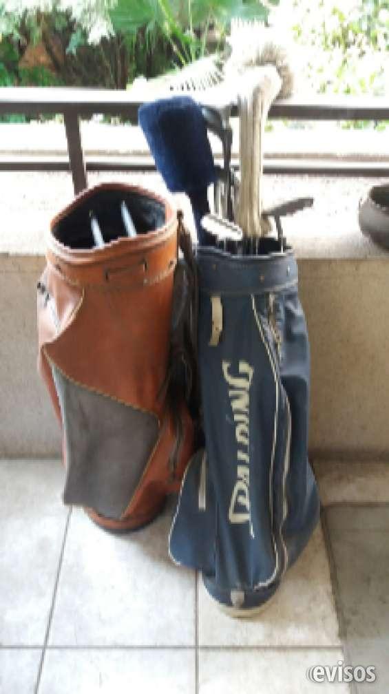 Vendo de oportunidad una gran cantidad de palos de golf y bolsos