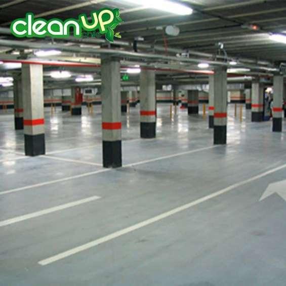 Lavado de pisos de estacionamientos