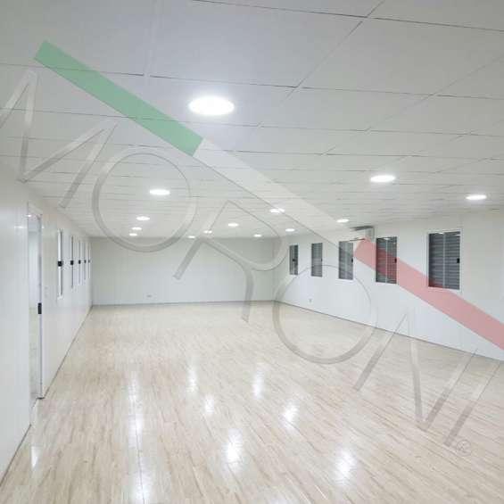 Interior con panel de poliuretano