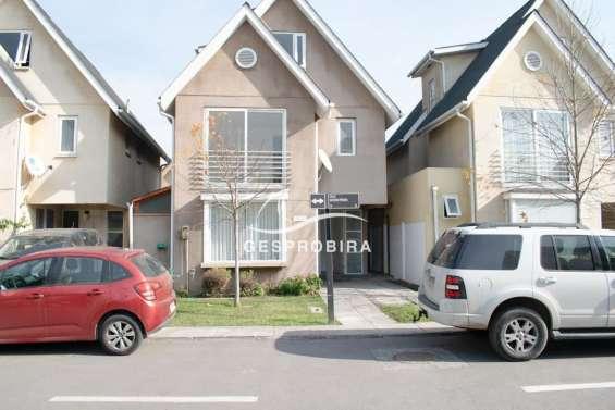 Casa de 3 pisos en condominio la hacienda de huechuraba 3d+3b