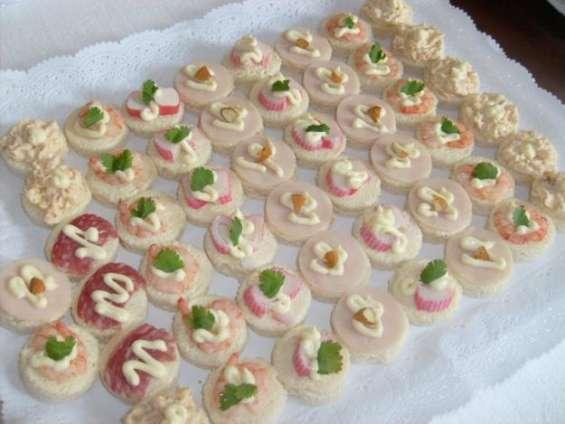 Canapes a domicilios pastelitos tapaditos empanaditas brochetas eventos