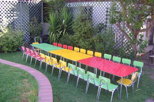 Mesas y sillas de niños