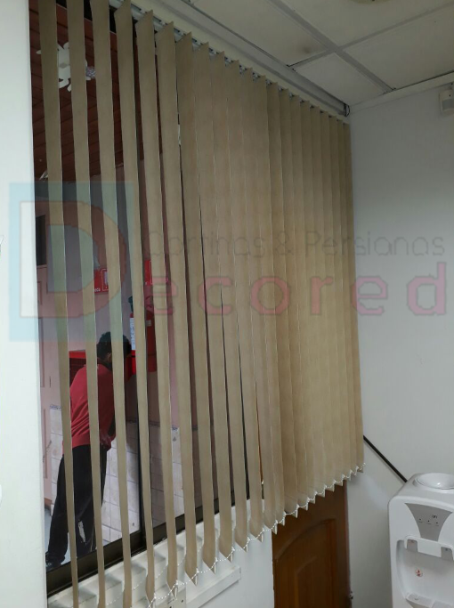 Cortinas verticales rústicas decored