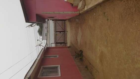Vista del pasillo entre las dos casas