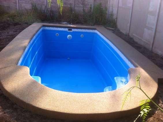 Fabrica de piscinas de fibra de vidrio y jacuzzi