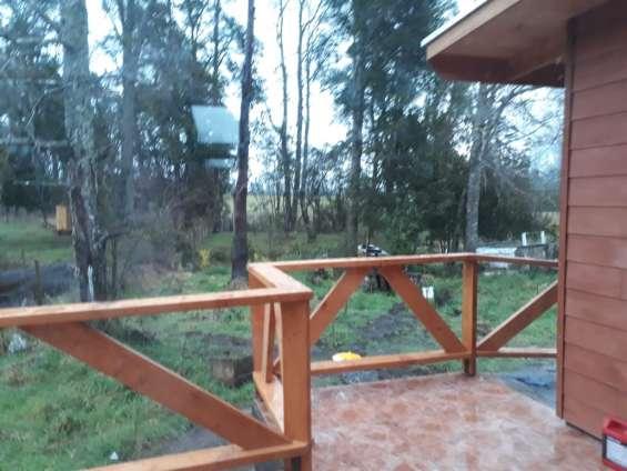 Terraza , con vista arboles nativos robles cohigues ,canelos y arrayan
