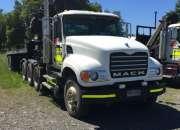 Camion mack  cv 713 año 2007, con grua articulada hiab 260 aw. 9500 kg.