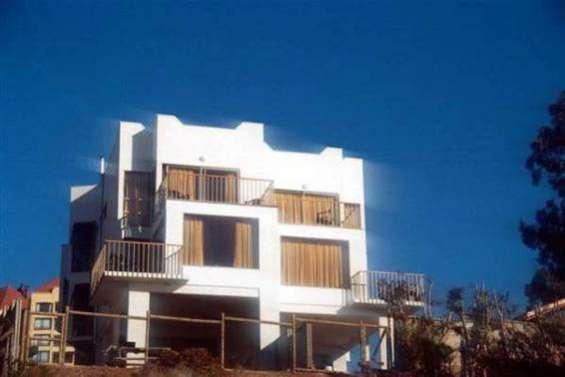 Solida tres niveles de pisos real vista mar sonido de olas ubicacion exclusiva