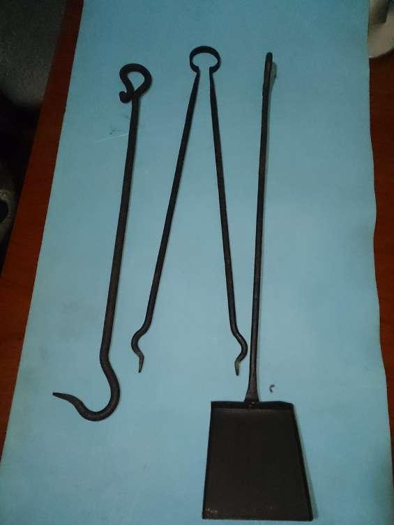Vendo tenazas pala y atizador de fierro forjado