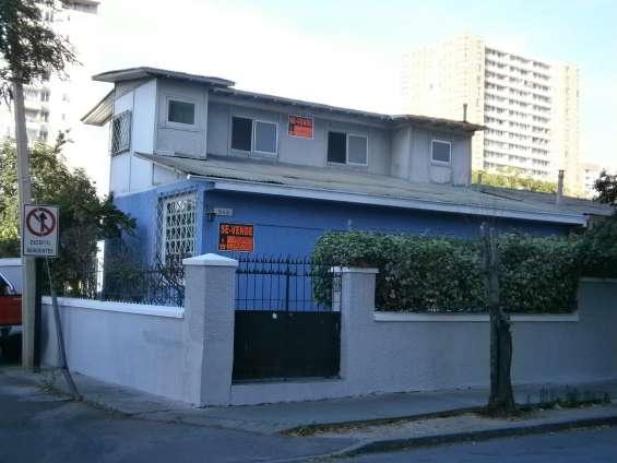 Casa esquina de 2 pisos en san miguel