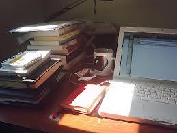 Profesora ayuda en edicion, de escritos