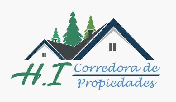 Corredora de propiedades y topografía