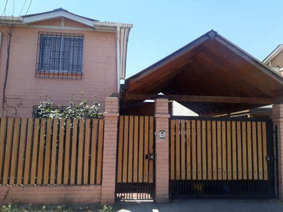 Casa de dos pisos pareada