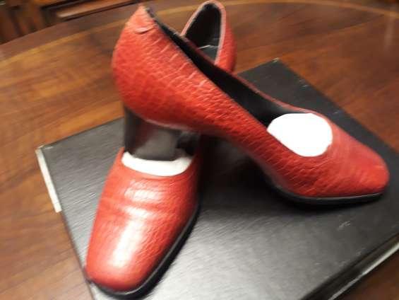 Zapatos femeninos cuero italiano marca leo taddei color rojo nro. 38
