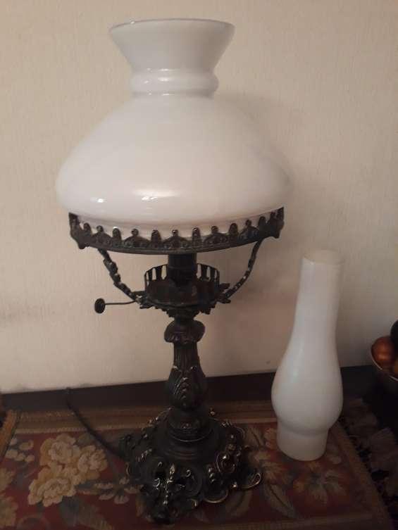 Vendo antigua lampara bronce macizo de sobremesa doble tulipa